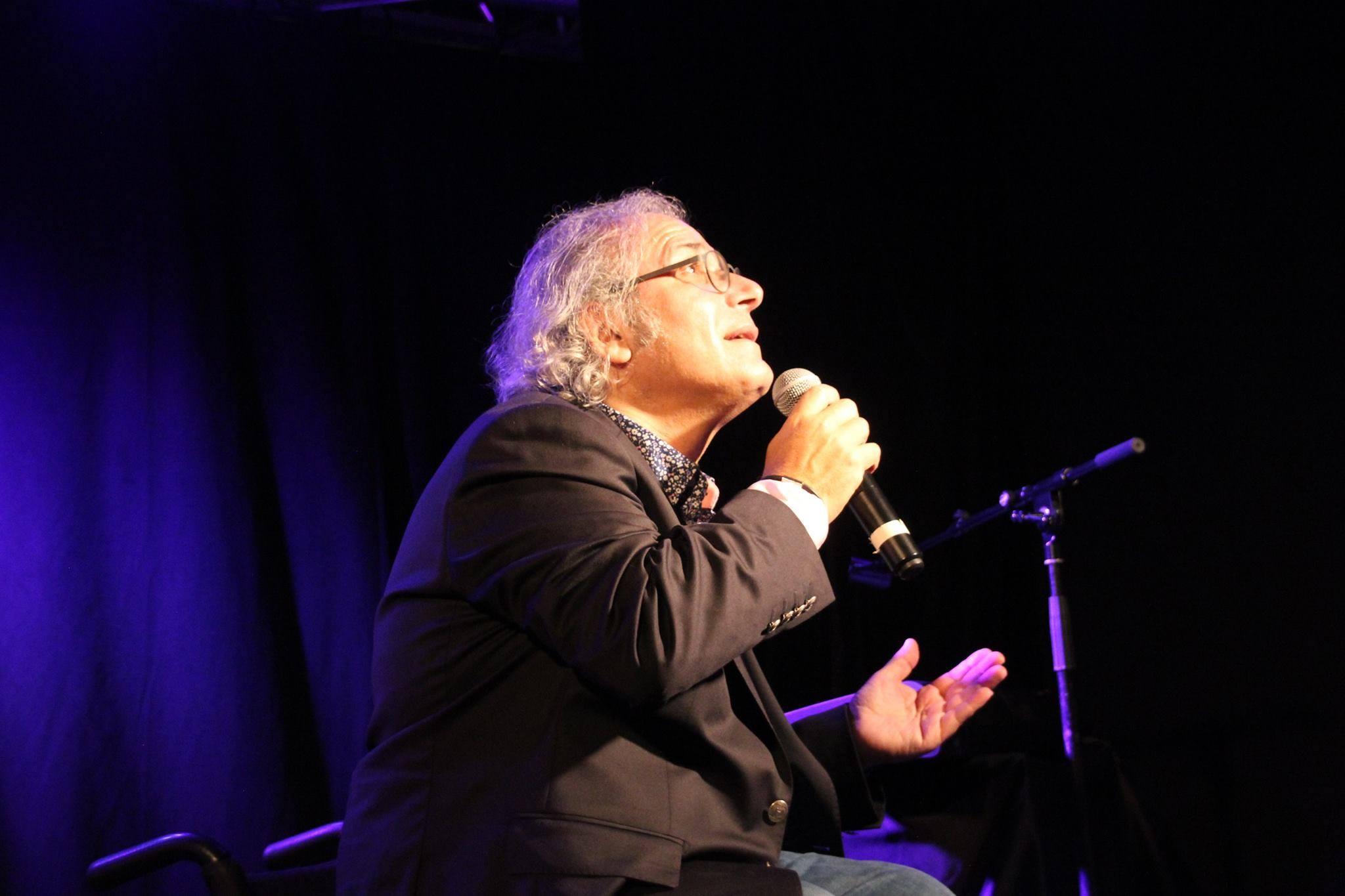 Fred Zeitoun chante