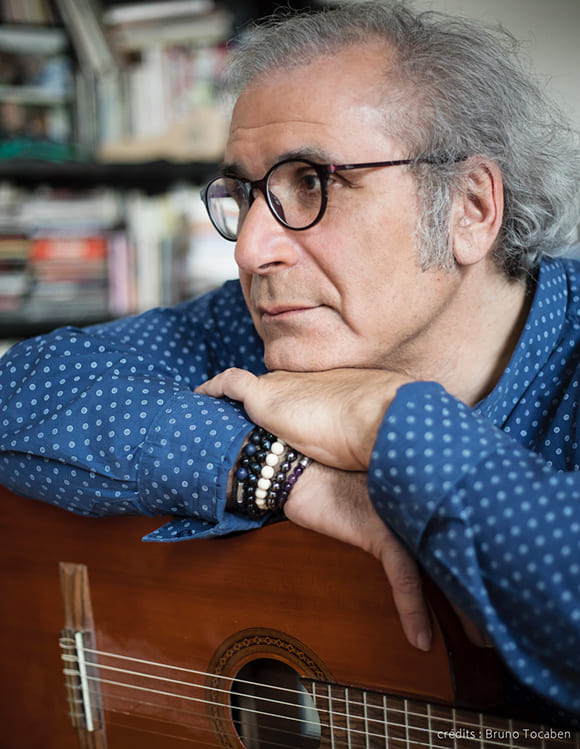 Frédéric Zeitoun à la guitare